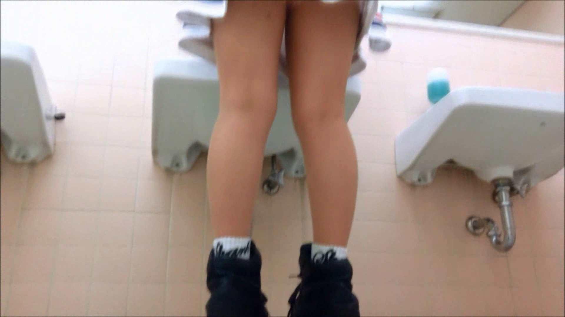 某有名大学女性洗面所 vol.17 和式で踏ん張り中 のぞき動画画像 107連発 83