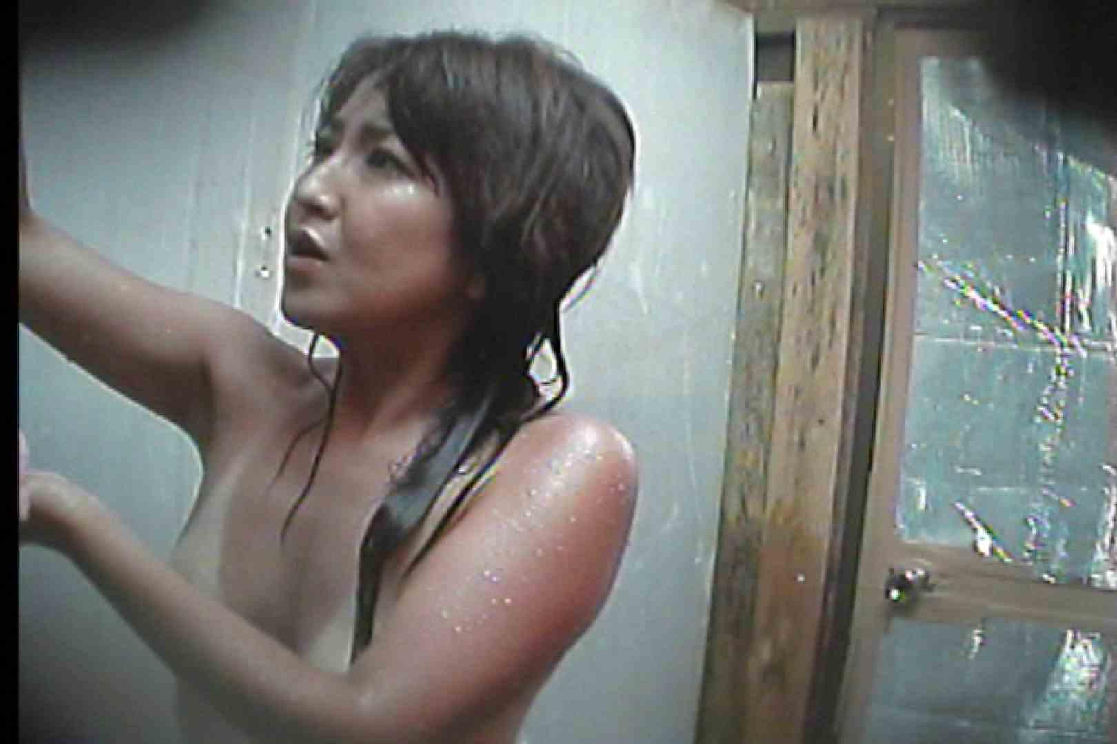 海の家の更衣室 Vol.58 エッチすぎるOL達 のぞき動画画像 16連発 11