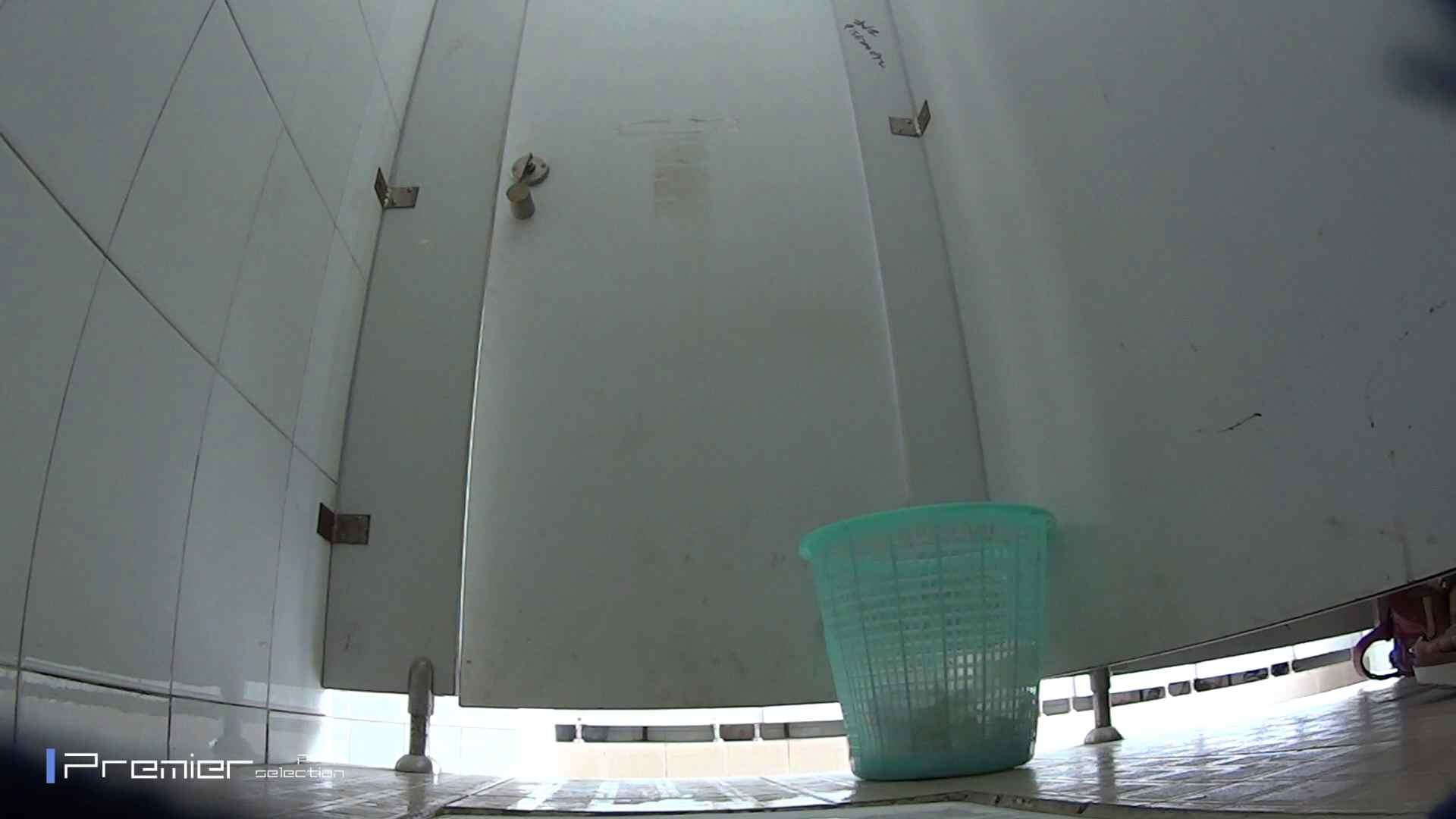 美しい女良たちのトイレ事情 有名大学休憩時間の洗面所事情06 トイレ中の女子達 おめこ無修正画像 80連発 44