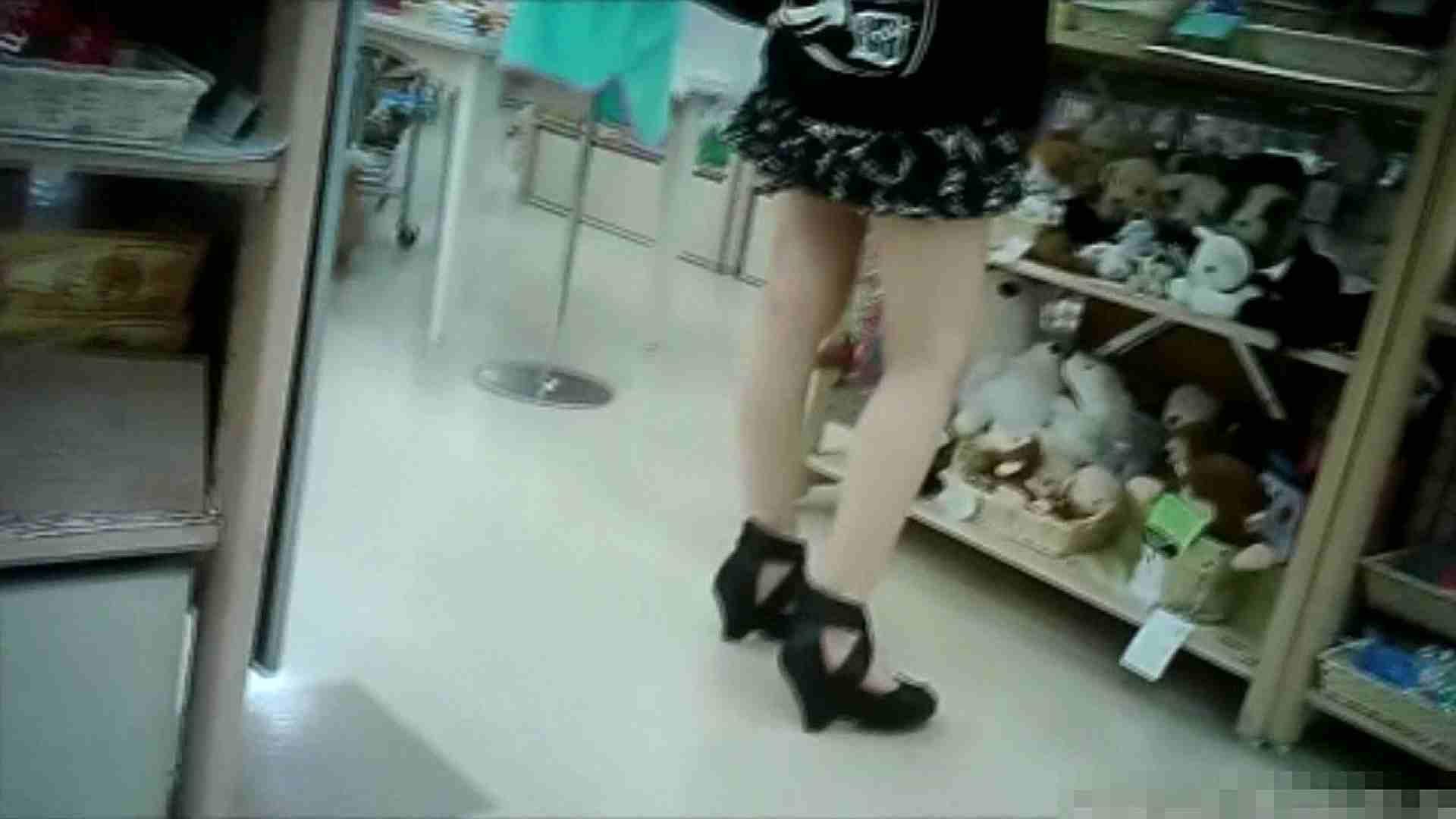 NO.6 雑貨屋で買い物中のガーリーな女の子 チラ  100連発 2