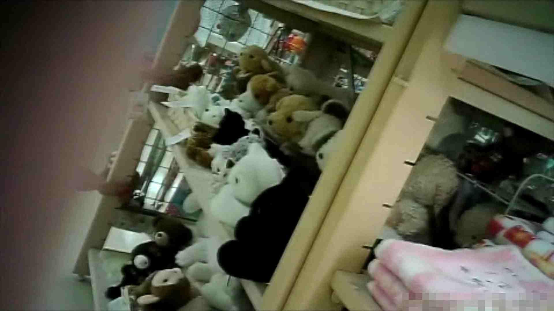 NO.6 雑貨屋で買い物中のガーリーな女の子 チラ  100連発 14