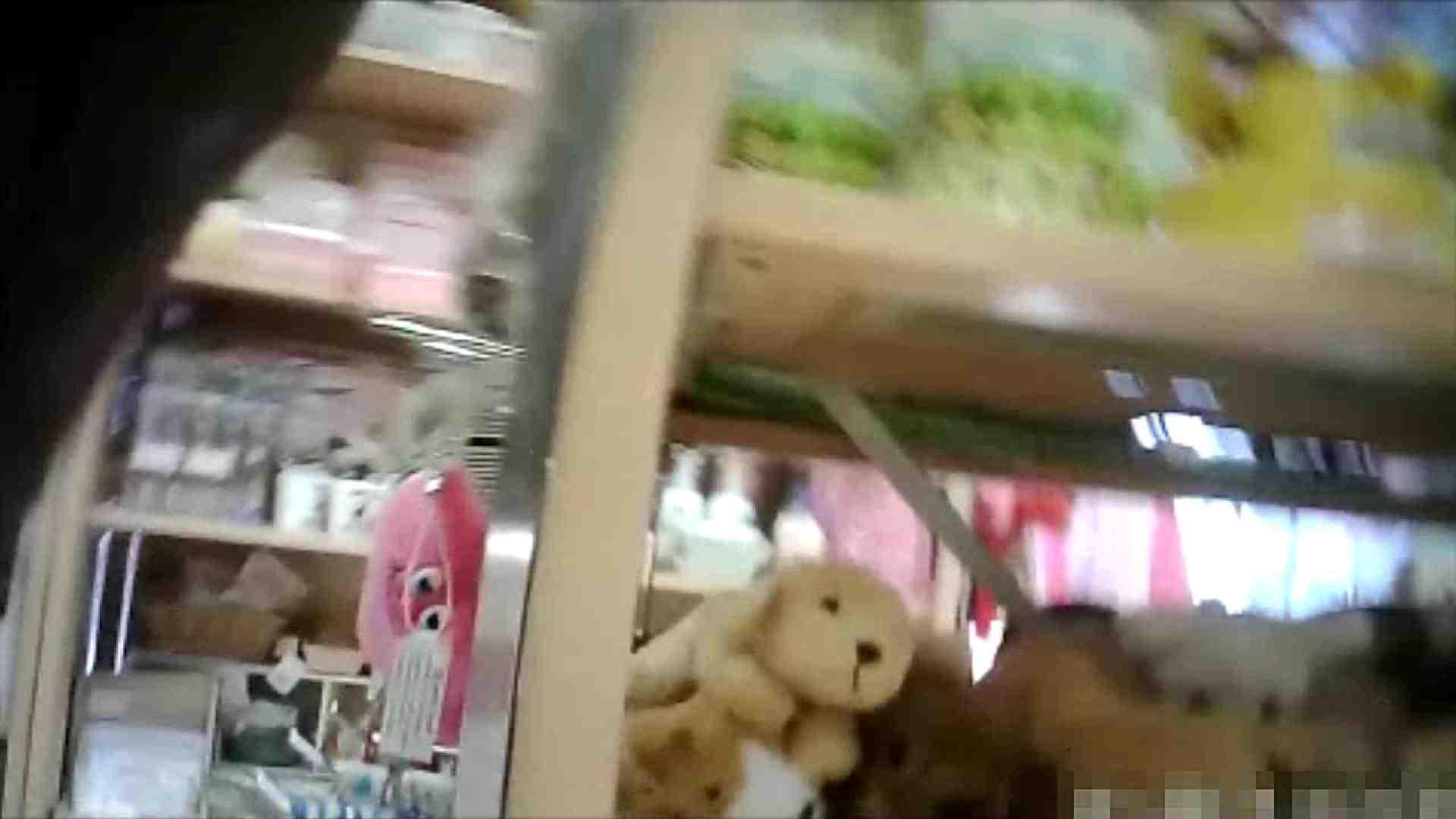 NO.6 雑貨屋で買い物中のガーリーな女の子 チラ  100連発 28
