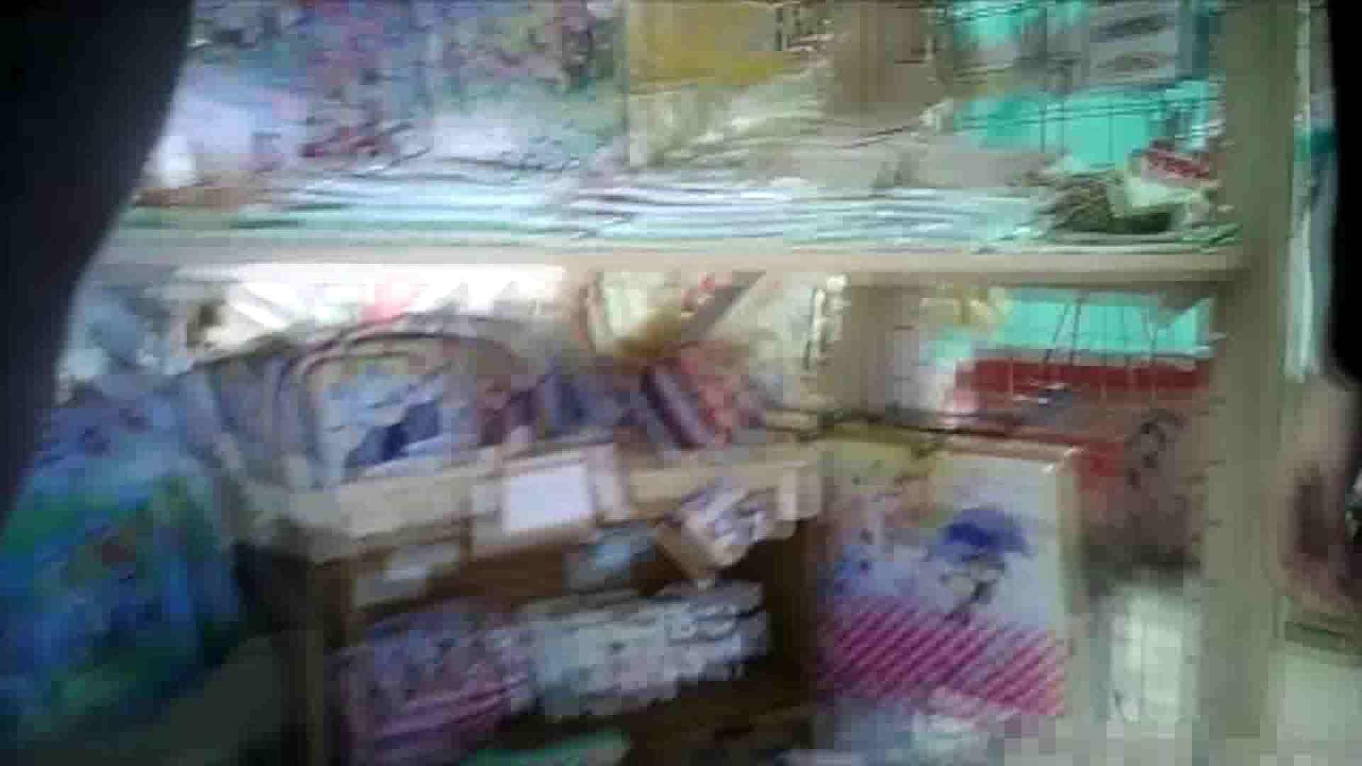 NO.6 雑貨屋で買い物中のガーリーな女の子 チラ   胸チラ  100連発 31