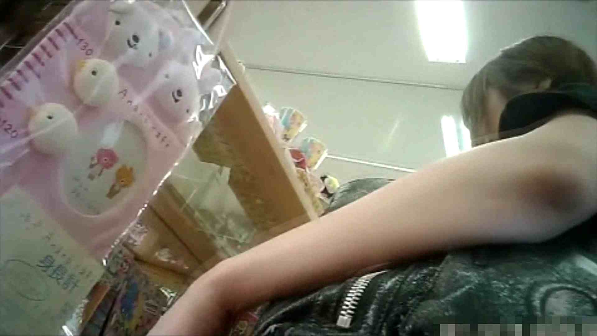 NO.6 雑貨屋で買い物中のガーリーな女の子 チラ  100連発 38