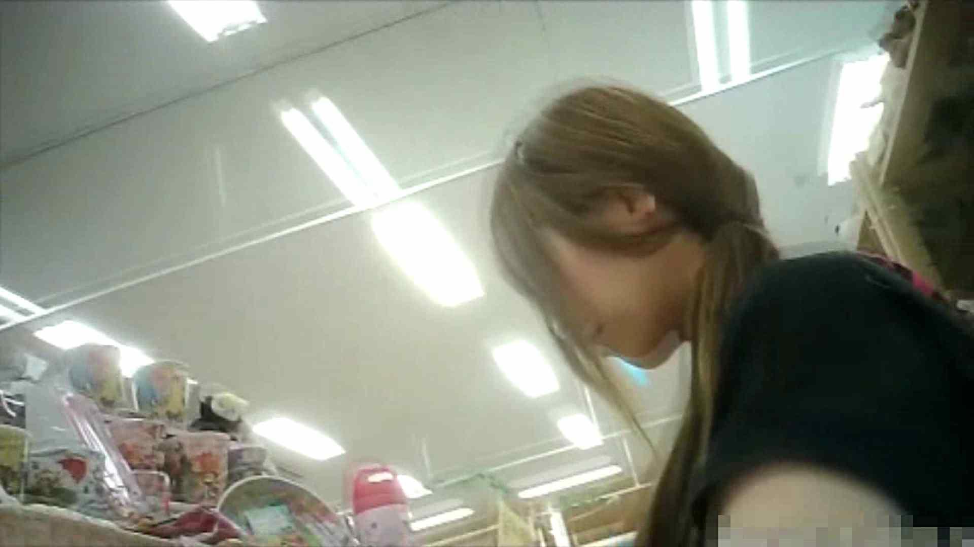 NO.6 雑貨屋で買い物中のガーリーな女の子 チラ   胸チラ  100連発 39