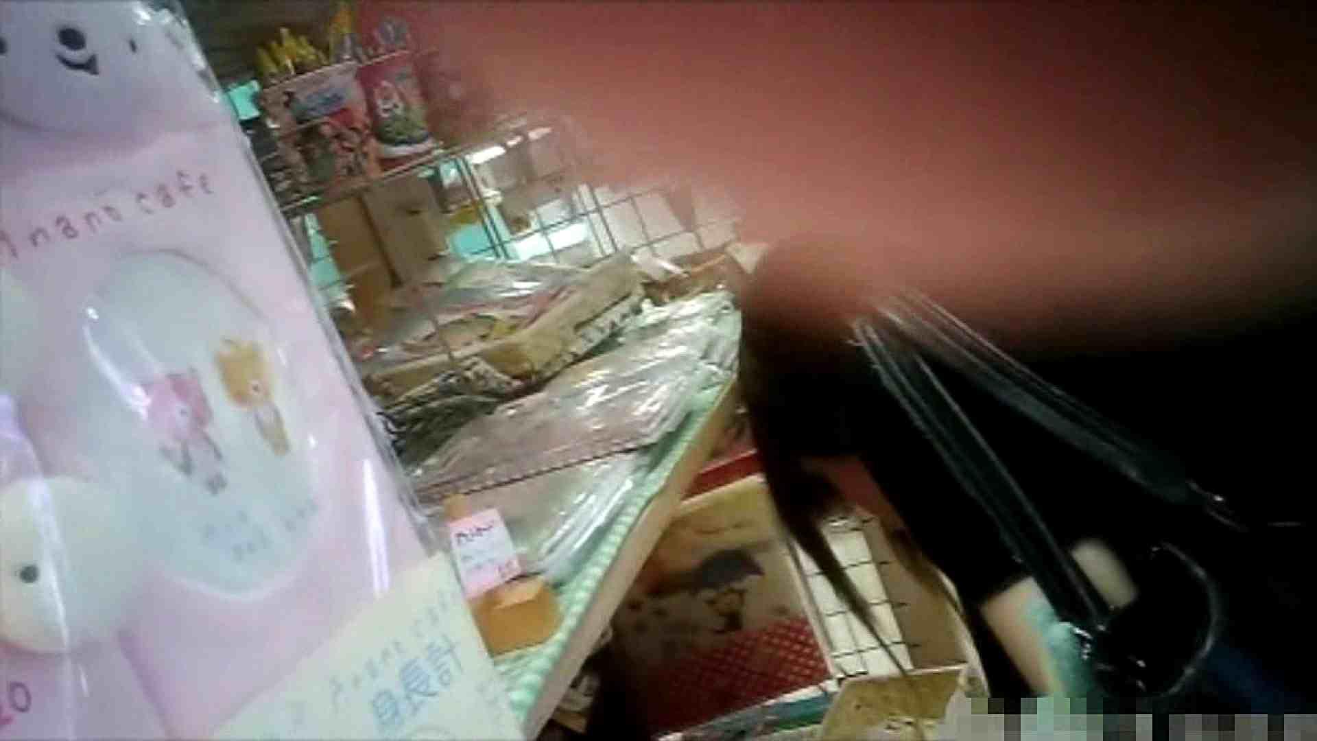 NO.6 雑貨屋で買い物中のガーリーな女の子 チラ   胸チラ  100連発 51