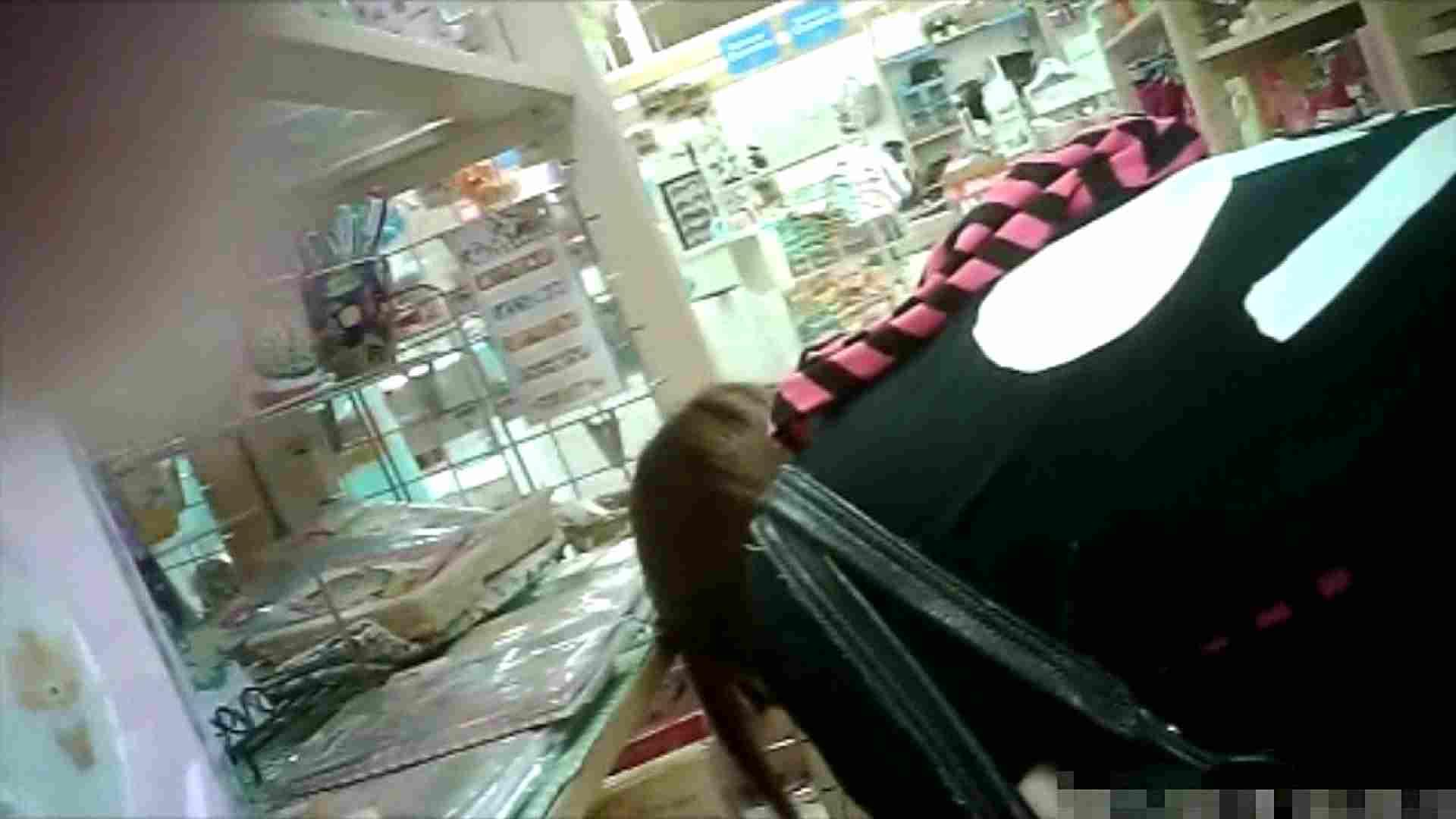 NO.6 雑貨屋で買い物中のガーリーな女の子 チラ  100連発 54