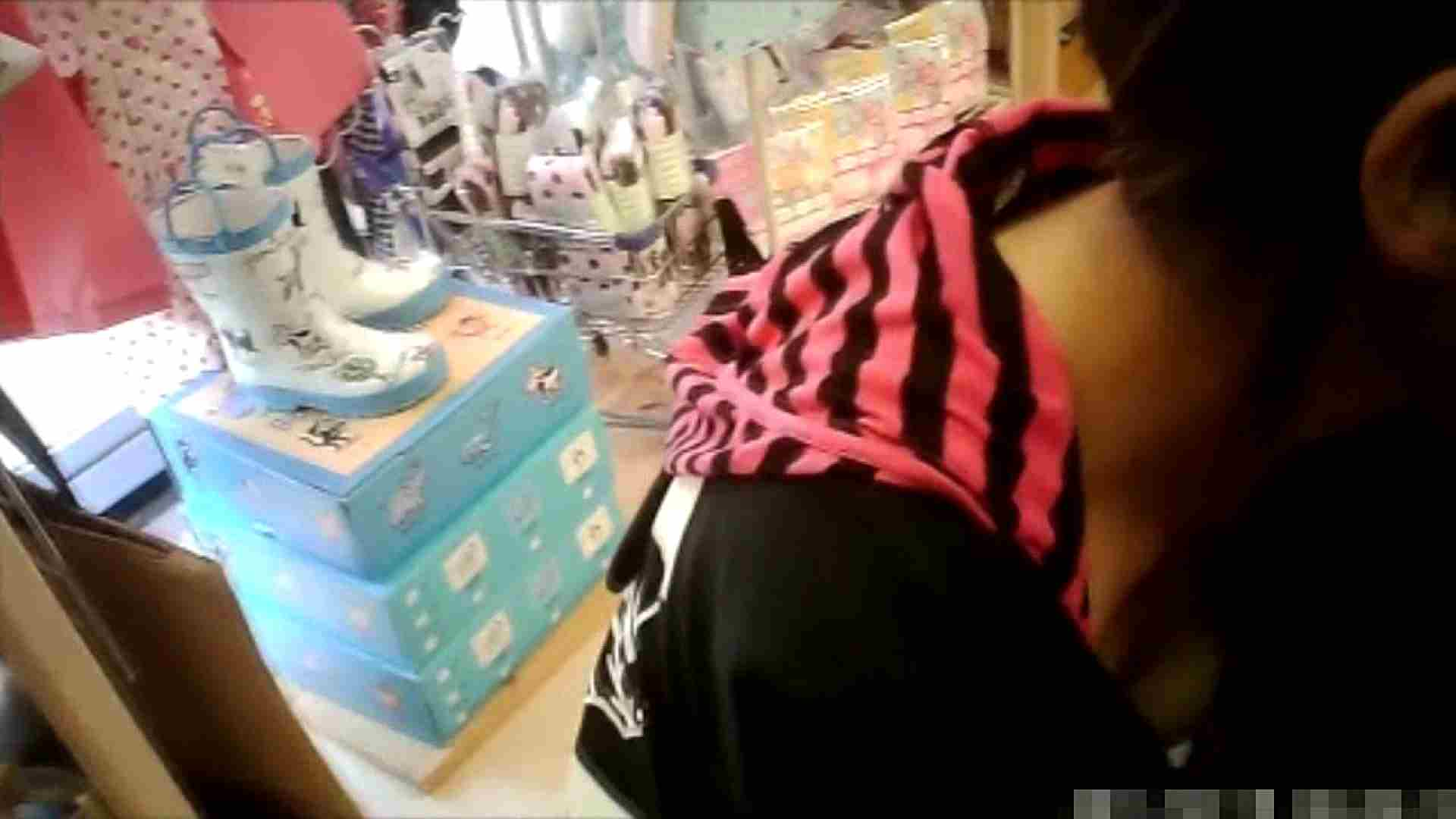NO.6 雑貨屋で買い物中のガーリーな女の子 チラ  100連発 78