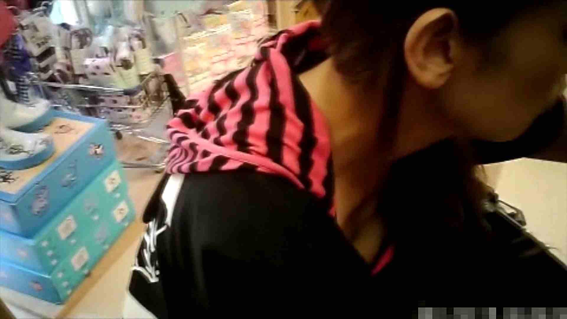 NO.6 雑貨屋で買い物中のガーリーな女の子 チラ   胸チラ  100連発 79