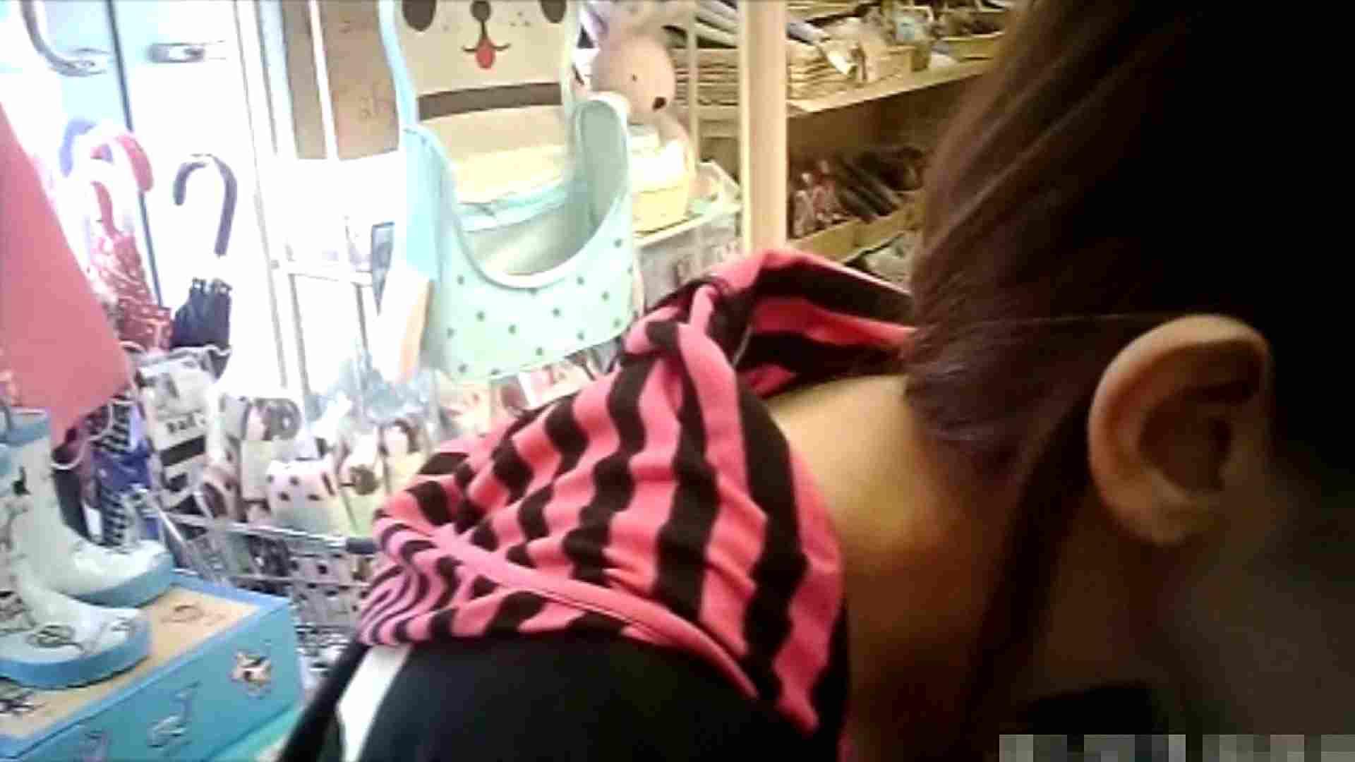 NO.6 雑貨屋で買い物中のガーリーな女の子 チラ   胸チラ  100連発 83
