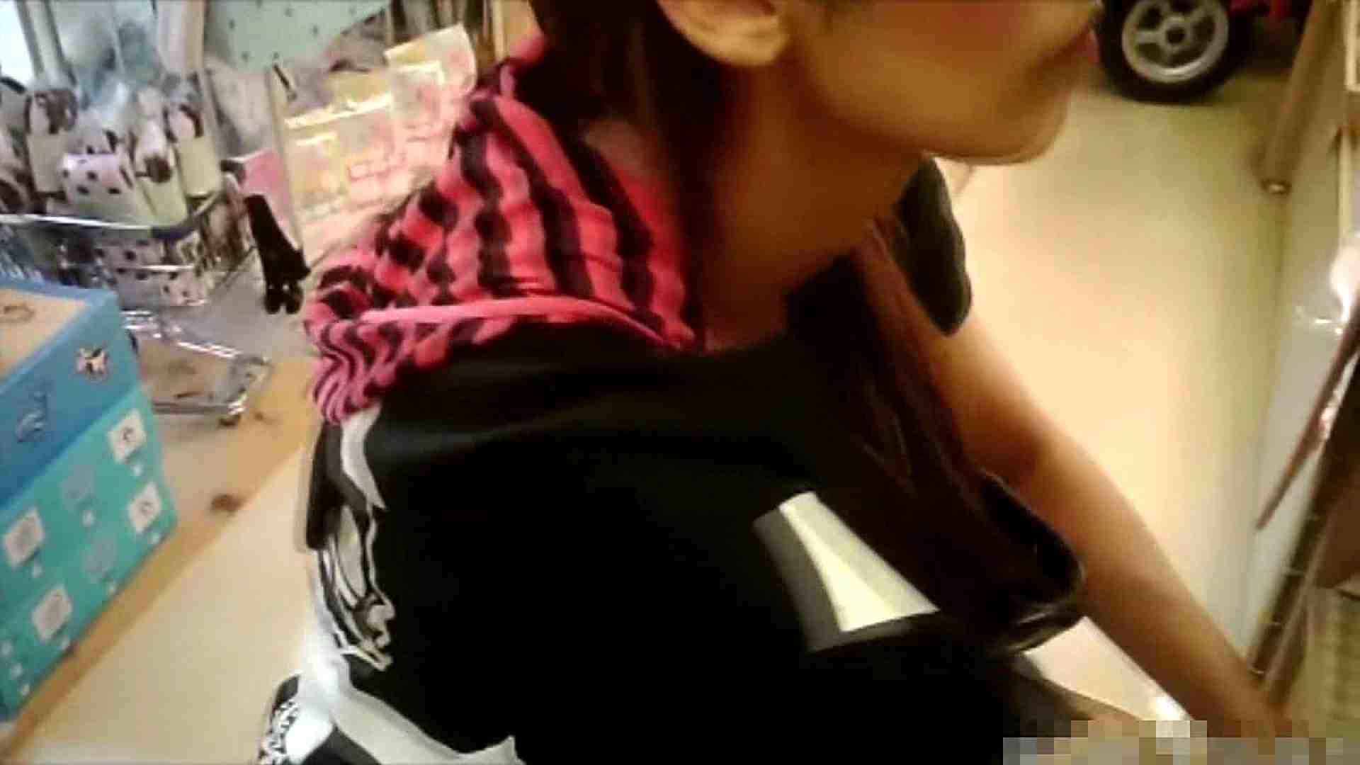 NO.6 雑貨屋で買い物中のガーリーな女の子 チラ   胸チラ  100連発 93