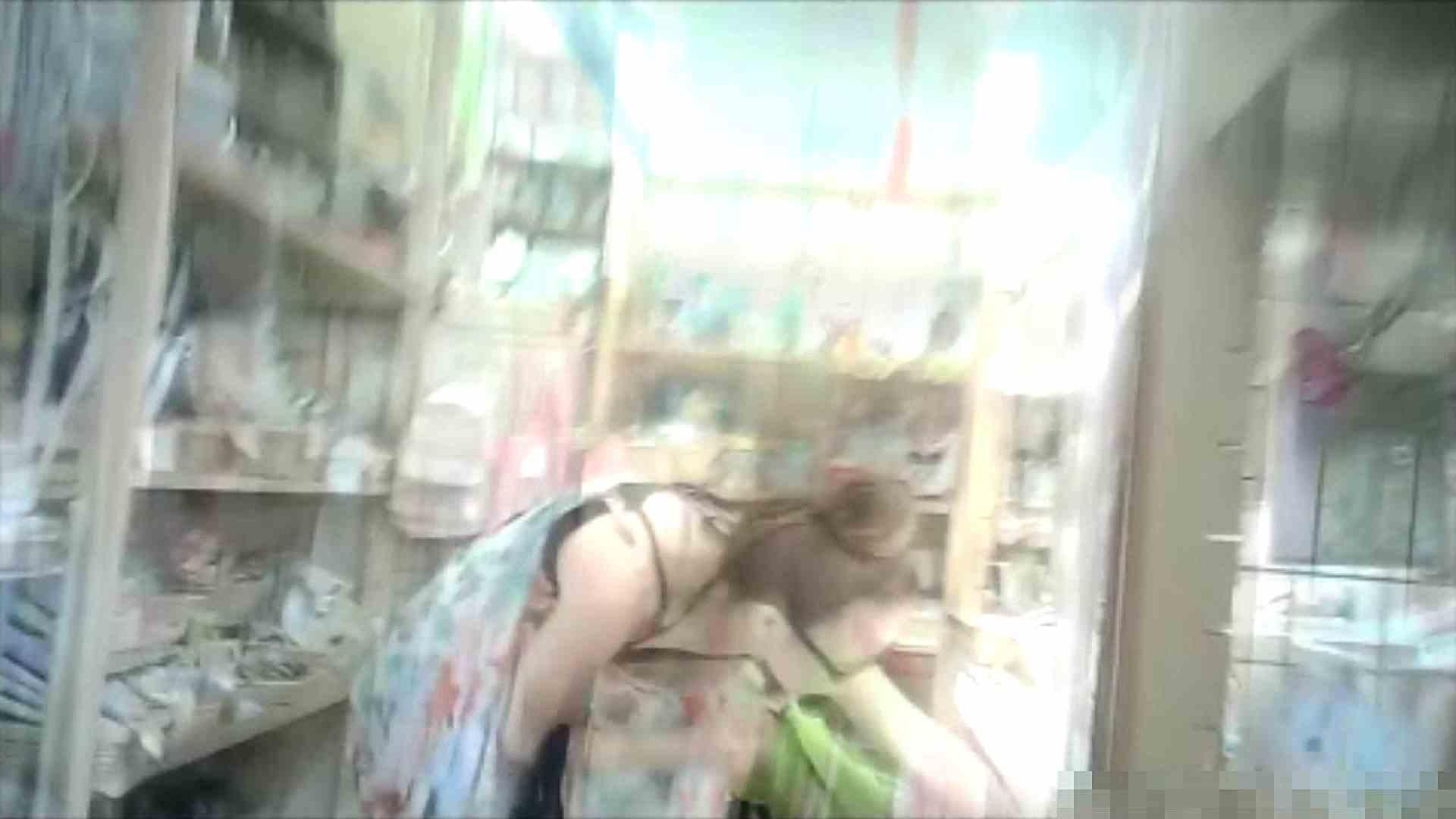 NO.6 雑貨屋で買い物中のガーリーな女の子 チラ  100連発 98