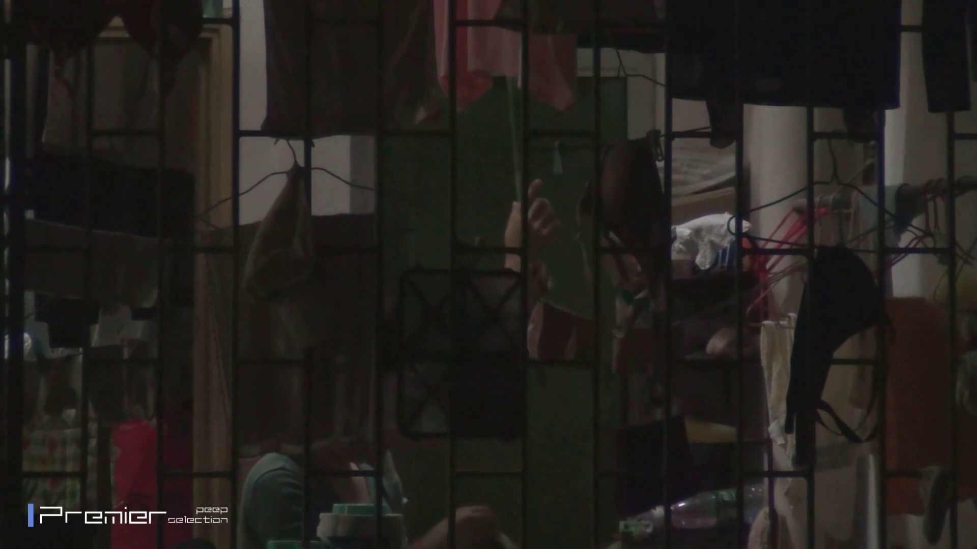 美女の痴態に密着!洗濯物を干す女 Vol.07 パンチラ オマンコ無修正動画無料 30連発 27