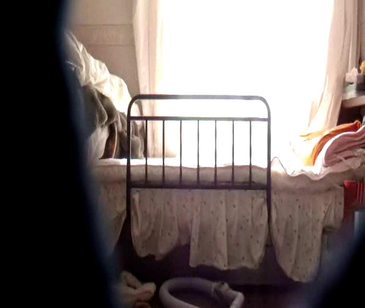 vol.3 まどかがパンツを見せながら部屋掃除、洗面所も少しどうぞ。 パンツ   洗面所  75連発 46