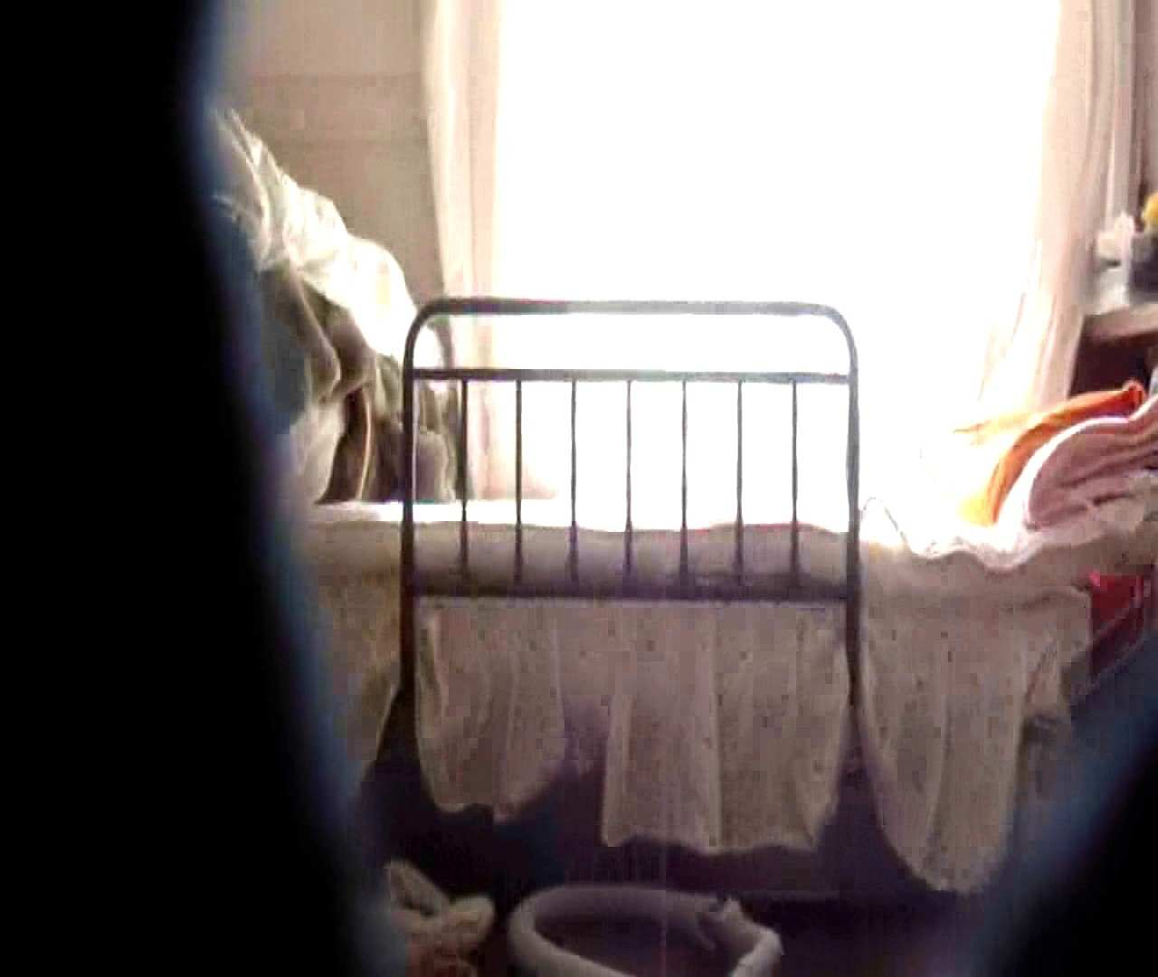 vol.3 まどかがパンツを見せながら部屋掃除、洗面所も少しどうぞ。 エッチすぎるOL達 SEX無修正画像 75連発 50