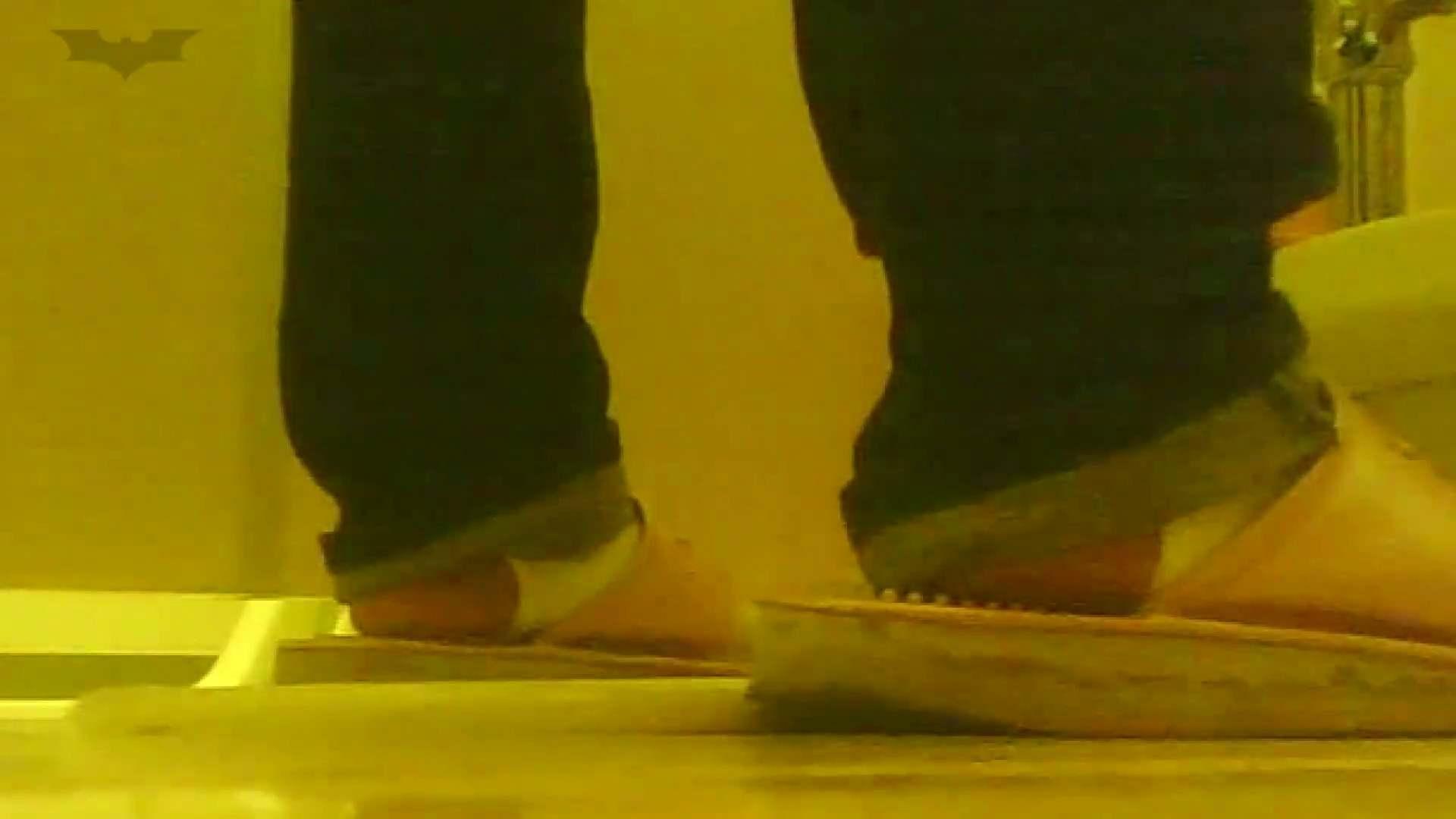 夏の思い出浜辺トイレ盗撮Vol.19 和式で踏ん張り中 すけべAV動画紹介 100連発 34