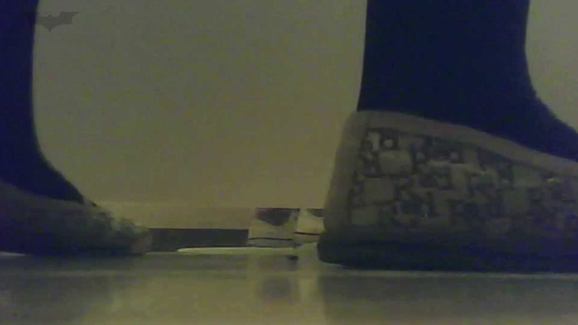 夏の思い出浜辺トイレ盗撮Vol.19 和式で踏ん張り中 すけべAV動画紹介 100連発 99