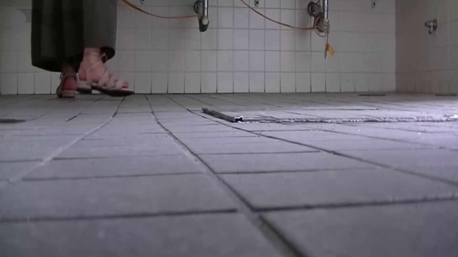 夏の思い出浜辺トイレ盗撮Vol.22 トイレ中の女子達 すけべAV動画紹介 78連発 4