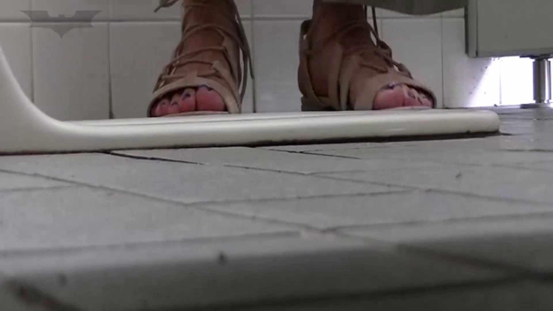 夏の思い出浜辺トイレ盗撮Vol.22 トイレ中の女子達 すけべAV動画紹介 78連発 74