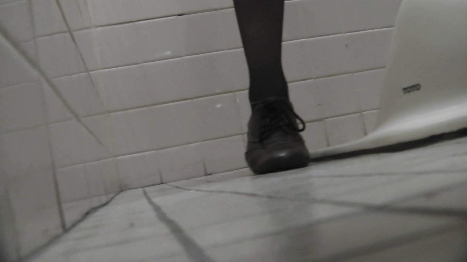 お銀さんの「洗面所突入レポート!!」Nol.10 美人 覗きおまんこ画像 40連発 17