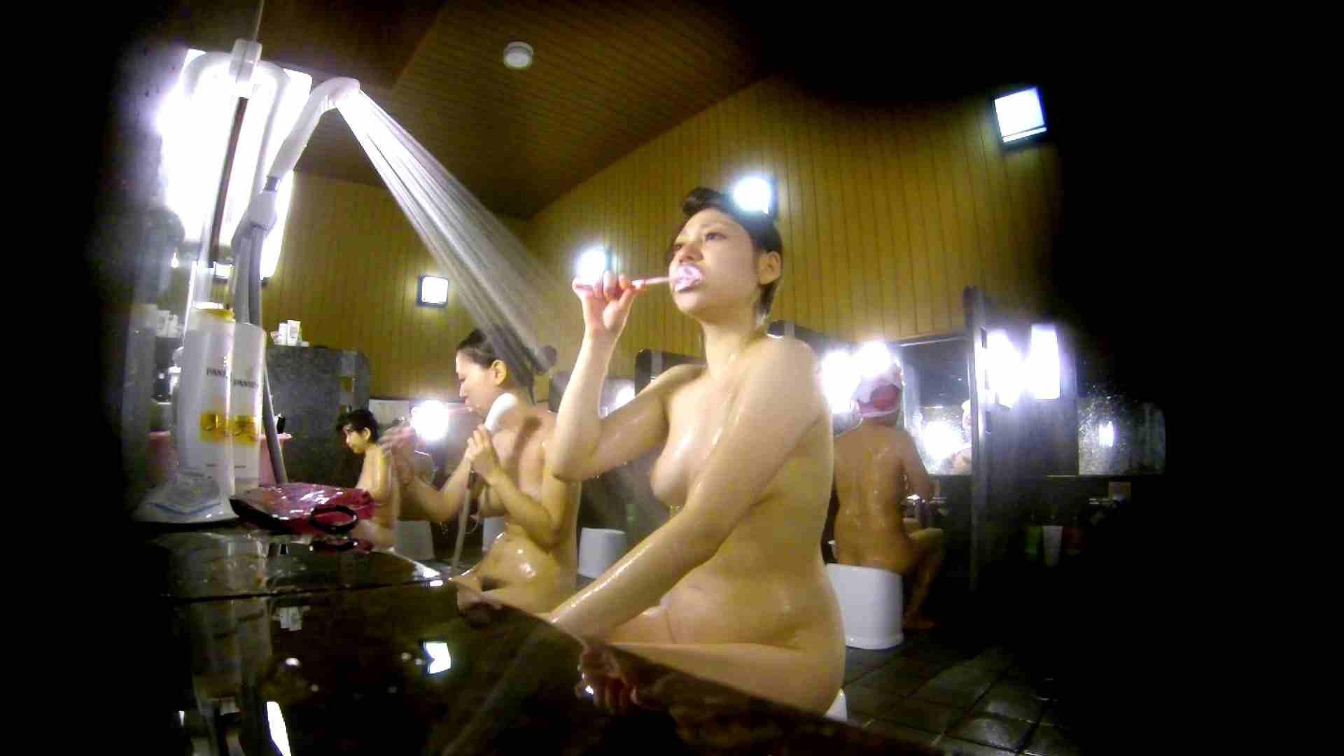 洗い場!柔らかそうな身体は良いけど、歯磨きが下品です。 銭湯特撮  39連発 14