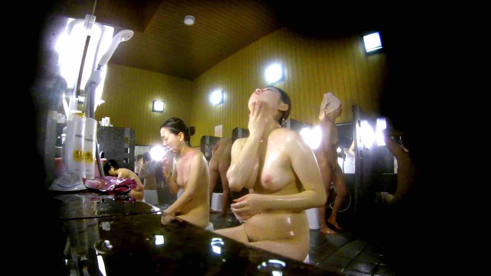 洗い場!柔らかそうな身体は良いけど、歯磨きが下品です。 銭湯特撮  39連発 18
