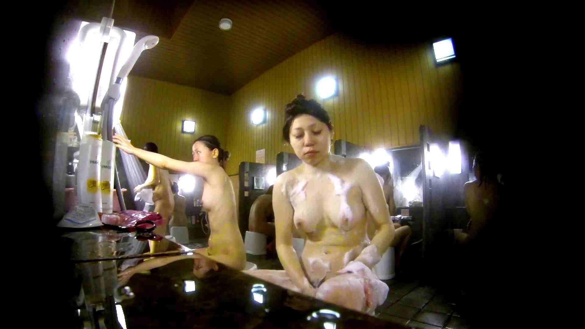洗い場!柔らかそうな身体は良いけど、歯磨きが下品です。 銭湯特撮  39連発 28