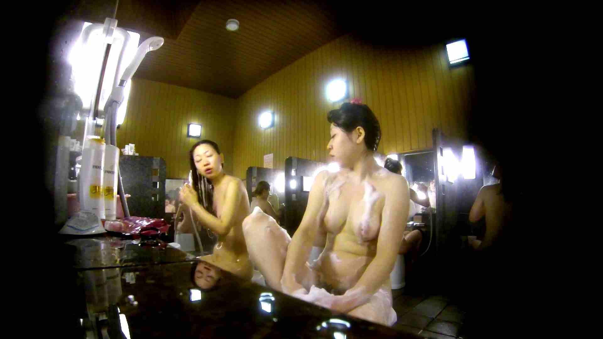 洗い場!柔らかそうな身体は良いけど、歯磨きが下品です。 銭湯特撮  39連発 32