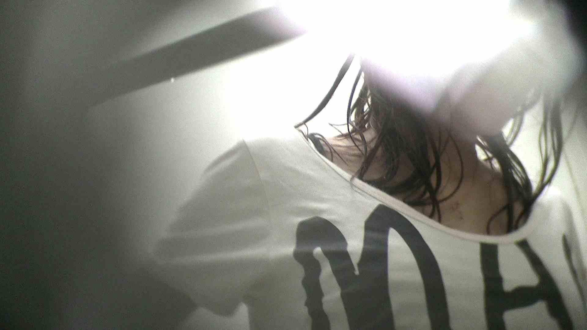 NO.22 何をニヤニヤしているのやら【MKB10位】 シャワー室 のぞき動画画像 45連発 11
