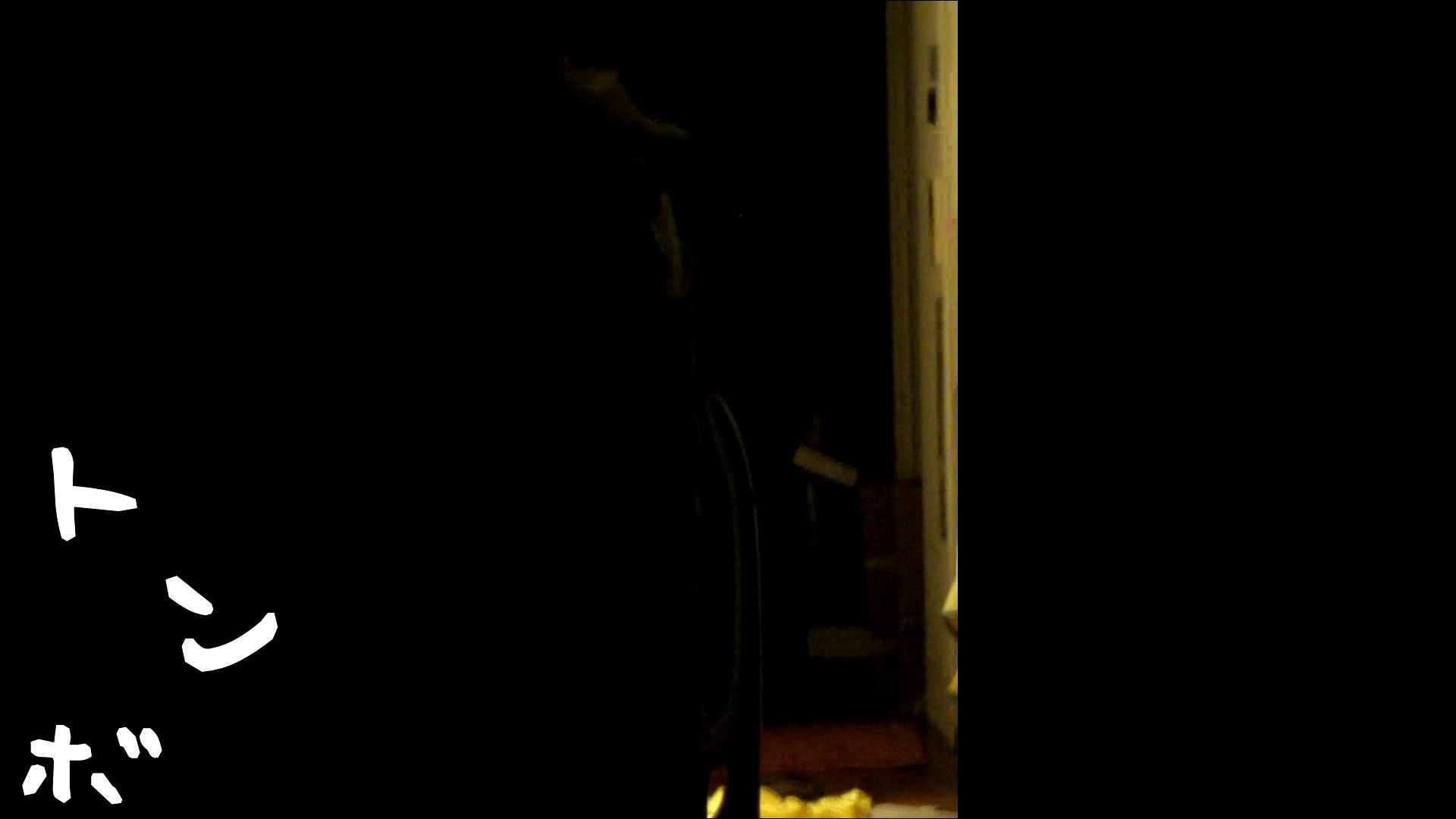 おまんこ丸見え:リアル盗撮 ピアスが可愛い一人暮らし女子大生の部屋ヌード:怪盗ジョーカー