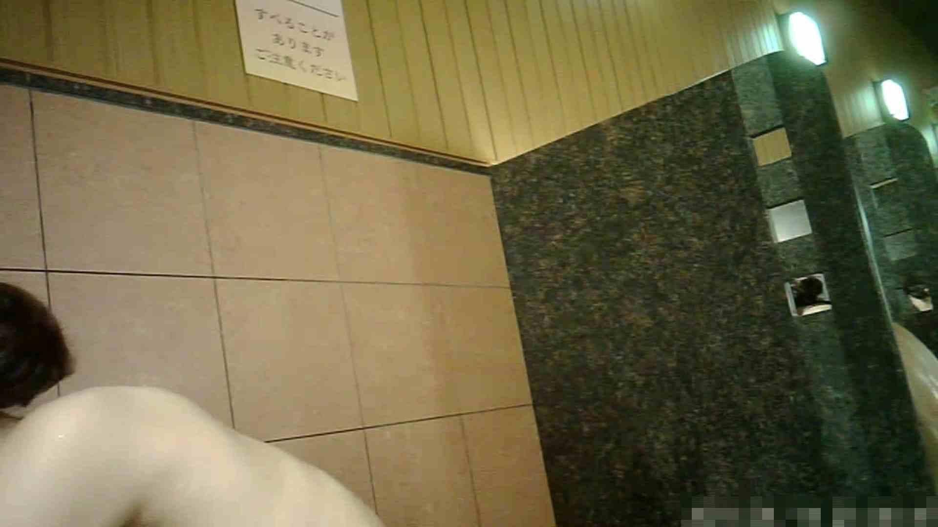 手を染めてしまった女性盗撮師の女風呂潜入記 vol.001 0   0  80連発 1