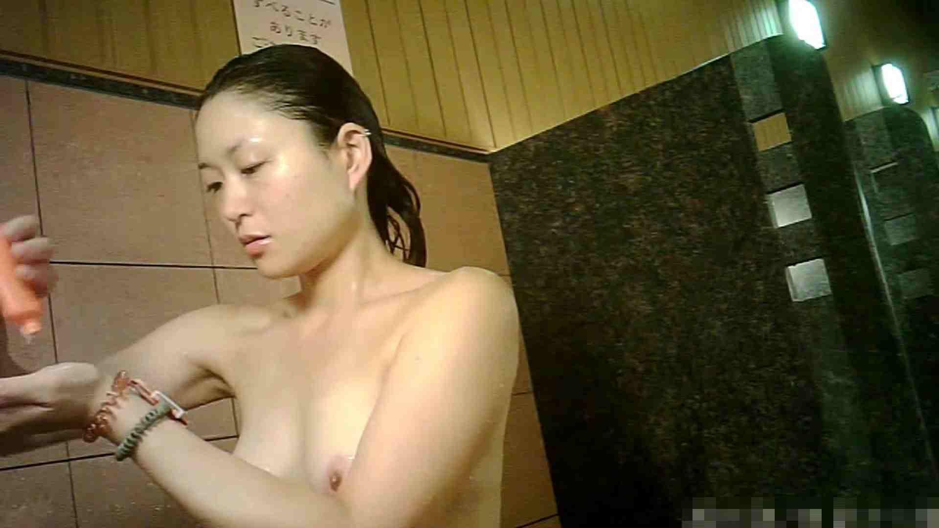 手を染めてしまった女性盗撮師の女風呂潜入記 vol.001 0   0  80連発 33