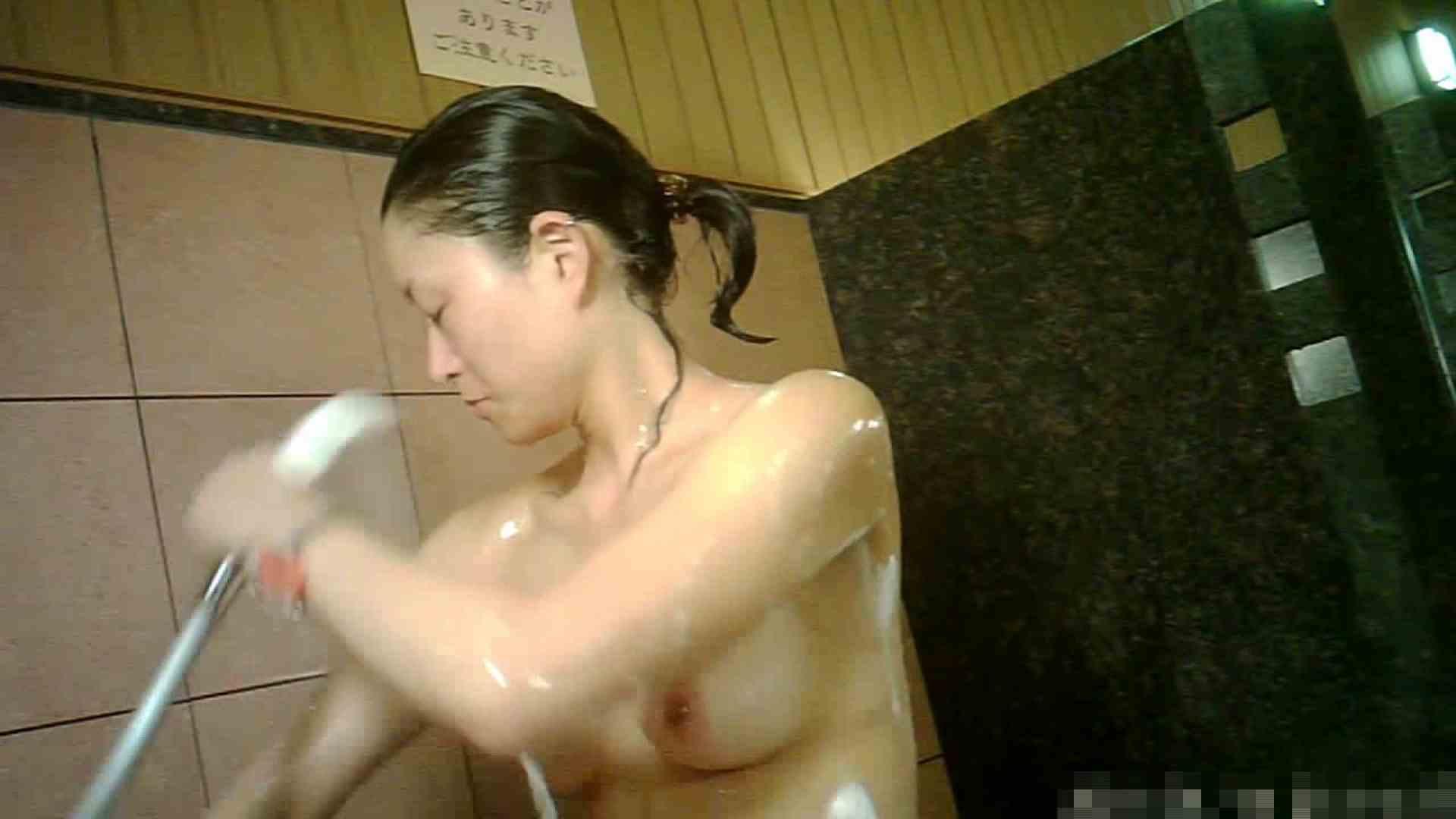 手を染めてしまった女性盗撮師の女風呂潜入記 vol.001 0   0  80連発 61
