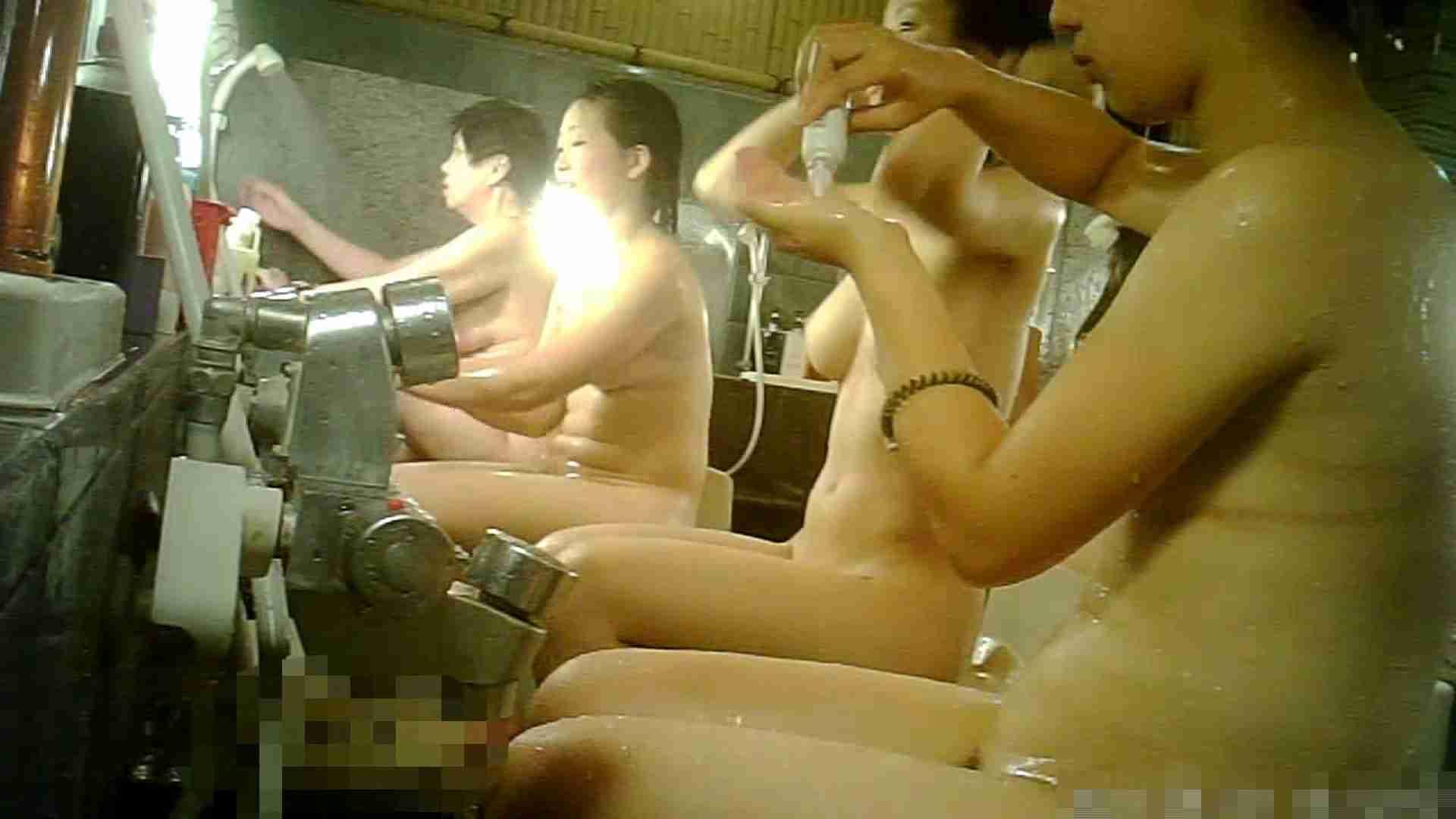 手を染めてしまった女性盗撮師の女風呂潜入記 vol.006 0   0  57連発 35
