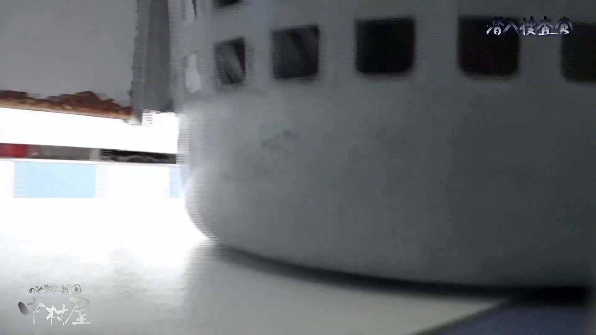 おまんこ丸見え:なんだこれ!28 後ろのカメラに気づかず大放出!!:のぞき本舗 中村屋