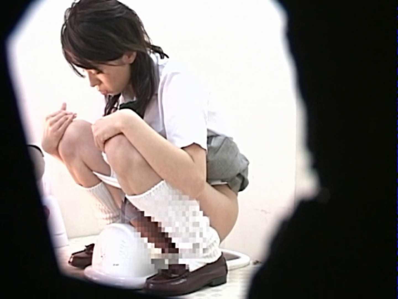 M字開脚制服女子を真下から盗撮! 0  103連発 6