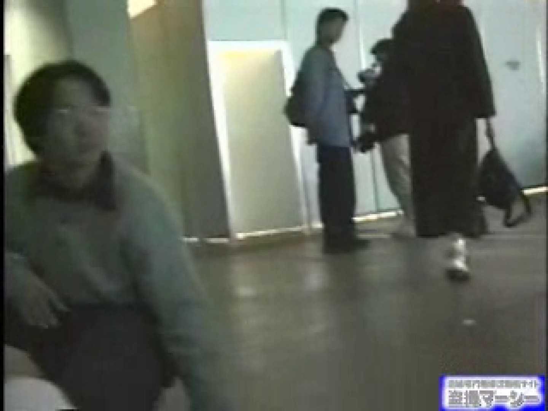女盗撮師がコスプレ会場の厠に潜入しちゃいました! 0  21連発 2