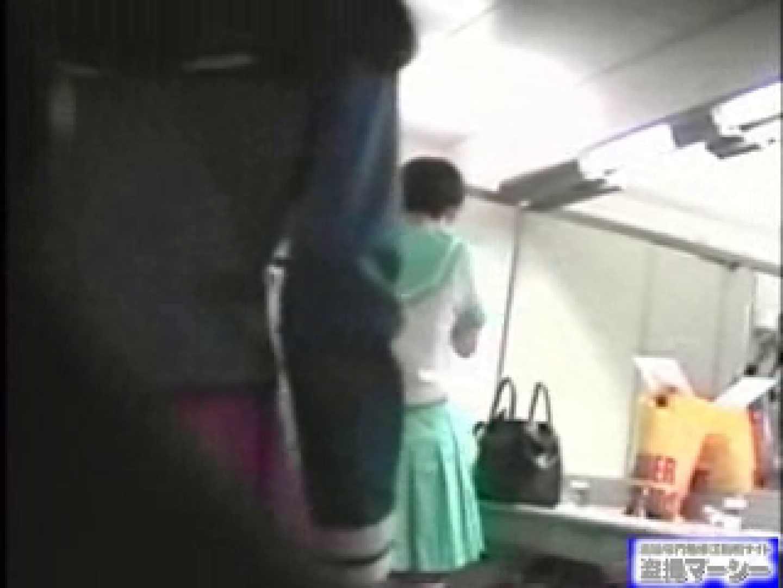 女盗撮師がコスプレ会場の厠に潜入しちゃいました! 0   0  21連発 19