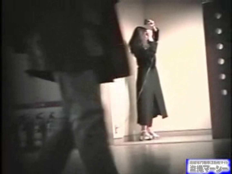 女盗撮師がコスプレ会場の厠に潜入しちゃいました! 0  21連発 20